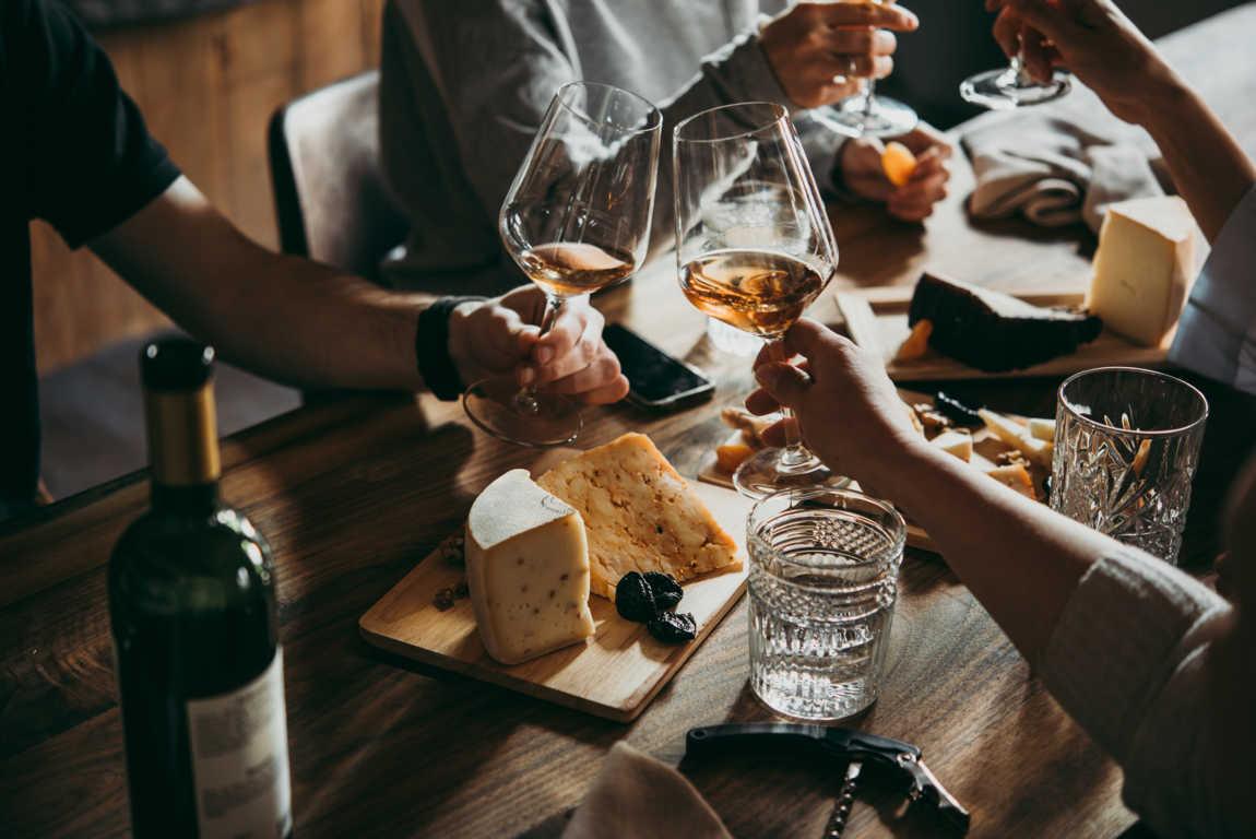 El perfecto anfitrión en las reuniones es aquel que acierta con el vino.