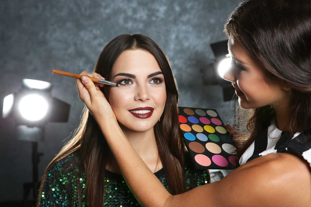 ¿Qué trabajos puede hacer un maquillador profesional?